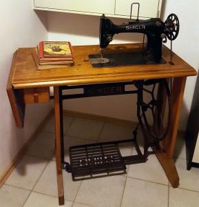Vintage Möbel - Omas Nähtisch