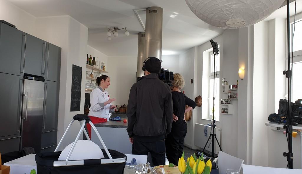 Profi-Konditorin Julia Impfing und das Team bei den Vorbereitungen für das Backduell. Simones Küchenblog